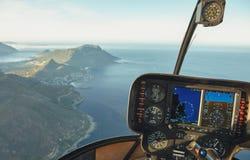 Vogelperspektive von Kapstadt von einem Hubschraubercockpit stockbilder