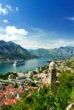 Vogelperspektive von Kotor-Bucht und von alter Stadt montenegro Lizenzfreies Stockfoto