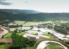 Vogelperspektive von ländlichen Dörfern in der Regenzeit Stockfotografie