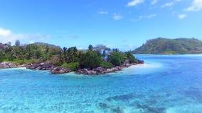 Vogelperspektive von L ` Islette-Insel, Hafen Glaud, Seychellen 1 stock video