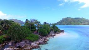 Vogelperspektive von L ` Islette-Insel, Hafen Glaud, Seychellen 3 stock video