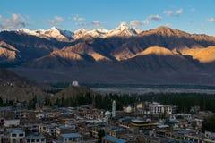 Vogelperspektive von Leh-Stadt morgens von Leh-Palast, Indien Lizenzfreie Stockfotografie
