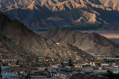 Vogelperspektive von Leh-Stadt morgens von Leh-Palast, Indien Stockfotografie