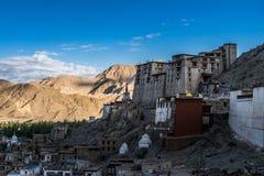 Vogelperspektive von Leh-Stadt morgens von Leh-Palast, Indien Lizenzfreie Stockbilder