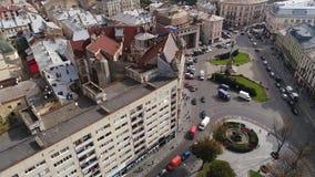 Vogelperspektive von Lemberg, von alten Stadtgebäuden und von Verkehr Ukraine 4k stock footage