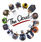 Vogelperspektive von Leute-und Wolken-Datenverarbeitungskonzepten Stockfoto