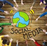 Vogelperspektive von Leuten und von Social Media-Konzept Stockbilder