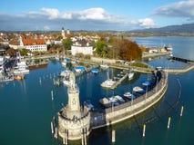 Vogelperspektive von Lindau-Hafen auf Bodensee, Deutschland Lizenzfreies Stockfoto
