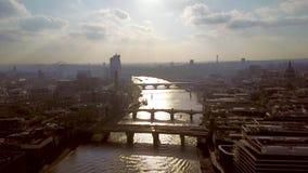 Vogelperspektive von London während des Sonnenuntergangs stock footage