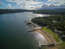 Vogelperspektive von Lysterfield See und von Wald Melbourne, Australien stockfotografie