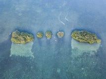 Vogelperspektive von Mangrove Inseln und Kayakers Stockfotografie