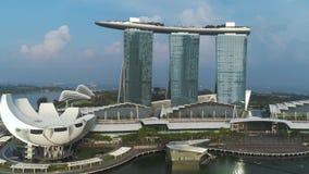 Vogelperspektive von Marina Bay Sands Singapore schu? Vogelperspektive von Singapur-Stadt-Skylinen mit Marina Bay Sands stock video footage