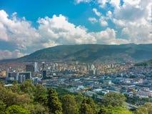Vogelperspektive von Medellin von Nutibara-Hügel Stockfotografie