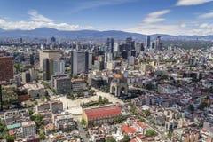 Vogelperspektive von Mexiko City mit Revolutionsmonument Stockfoto