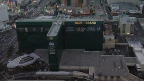 Vogelperspektive von Mgm- Grandhotel und -erholungsort an CIRCA 2014 in Las Vegas stock footage