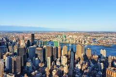 Vogelperspektive von Midtown Manhattan und Long Island-Stadt lizenzfreie stockfotografie