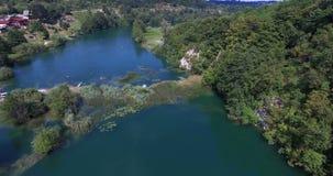 Vogelperspektive von Mreznica-Fluss, Kroatien stock footage