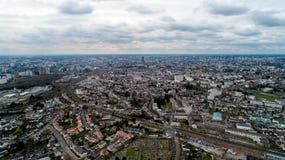 Vogelperspektive von Nantes-Stadt an einem bewölkten Tag, Frankreich stockbilder