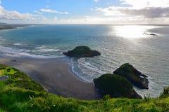 Vogelperspektive von neuem Plymouth und die Küstenlinie von Paritutu schaukeln in Neuseeland stockbilder