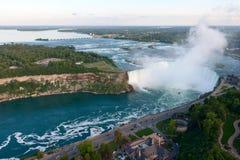 Vogelperspektive von Niagara- Fallshufeisen Stockfotos
