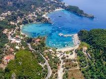 Vogelperspektive von Paleokastritsa-Bucht, in Korfu Stockfotografie