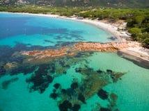 Vogelperspektive von Palombaggia-Strand in Korsika-Insel in Frankreich stockbilder