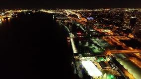 Vogelperspektive von Penns Landungsphiladelphia-Ufergegend nachts stock footage