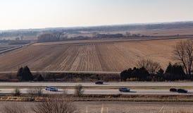 Vogelperspektive von Reihen des reifen Mais auf einem Bauernhof in Gretna Nebraska lizenzfreie stockfotografie