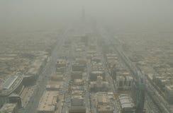 Vogelperspektive von Riad an einem Sandsturmtag lizenzfreies stockbild