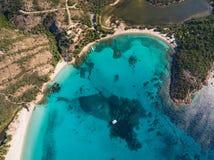 Vogelperspektive von Rondinara-Strand in Korsika-Insel in Frankreich stockfoto