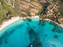 Vogelperspektive von Rondinara-Strand in Korsika-Insel in Frankreich stockfotografie