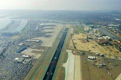 Vogelperspektive von San Diego-Flughafen Lizenzfreie Stockfotos