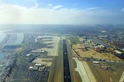Vogelperspektive von San Diego-Flughafen Lizenzfreie Stockbilder