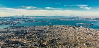 Vogelperspektive von San Francisco-weitem Bereich mit Bucht und Brücken Stockbild