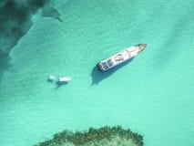 Vogelperspektive von sandigen Zehen Insel, Bahamas setzt auf den Strand Stockbilder