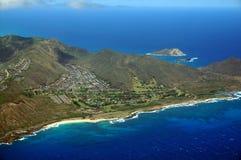 Vogelperspektive von Sandy Beach- und Koolua-Bergen auf den Süd-eas Stockbilder