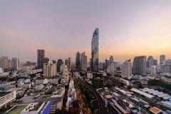 Vogelperspektive von Sathorn, Bangkok-Stadtzentrum Finanzbezirk und Geschäftszentren in der intelligenten städtischen Stadt in As stockbild