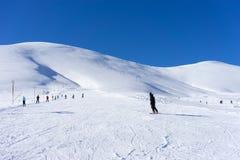 Vogelperspektive von Skifahrern bei Ski Resort Falakro, in Griechenland Lizenzfreies Stockbild