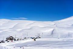 Vogelperspektive von Skifahrern bei Ski Resort Falakro, in Griechenland Stockfotos