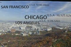 Vogelperspektive von Skylinen Asien - Ansicht Seouls Südkorea vom Seoul-Turmgipfel - Showabstand zu Los Angeles, zu San Franciso  Stockbild