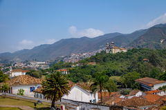 Vogelperspektive von Stadt Ouro Preto mit Sao Francisco de Paula Church - Ouro Preto, Minas Gerais, Brasilien Lizenzfreies Stockbild