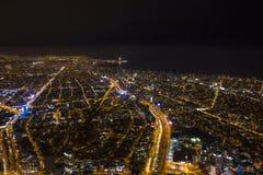 Vogelperspektive von Stadtskylinen aus Lima nachts Miraflores, Barranco und Chorrillos stockfoto
