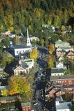 Vogelperspektive von Stowe, VT im Herbst auf szenischem Weg 100 Lizenzfreies Stockfoto