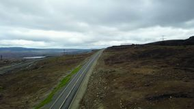 Vogelperspektive von Straßen zum Horizont mit Tälern und Hügeln stock video footage