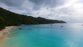 Vogelperspektive von Strand Anse Lazio, Praslin-Insel, Seychellen 9 stock video