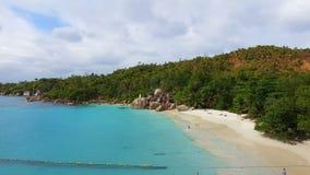 Vogelperspektive von Strand Anse Lazio, Praslin-Insel, Seychellen 11 stock video