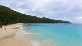 Vogelperspektive von Strand Anse Lazio, Praslin-Insel, Seychellen 2 stock footage