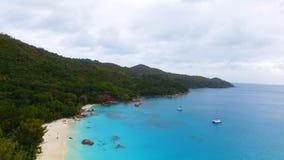 Vogelperspektive von Strand Anse Lazio, Praslin-Insel, Seychellen 1 stock video