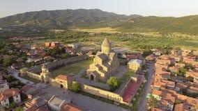 Vogelperspektive von Svetitskhoveli-Kathedrale in Mtskheta, Georgia stock footage