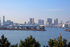 Vogelperspektive von Tokyo-Stadt und von der Regenbogenbrücke in Tokyo Lizenzfreie Stockfotos